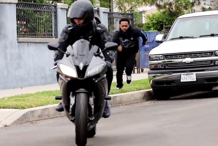 Motocyklowy Uber ucieczka