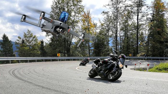 motocyklisci policyjny dron