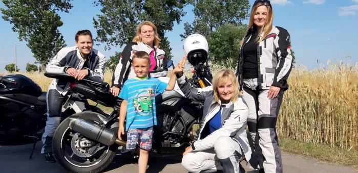 lodzkie motocyklistki kolejny raz pomagaja dzieciom 05