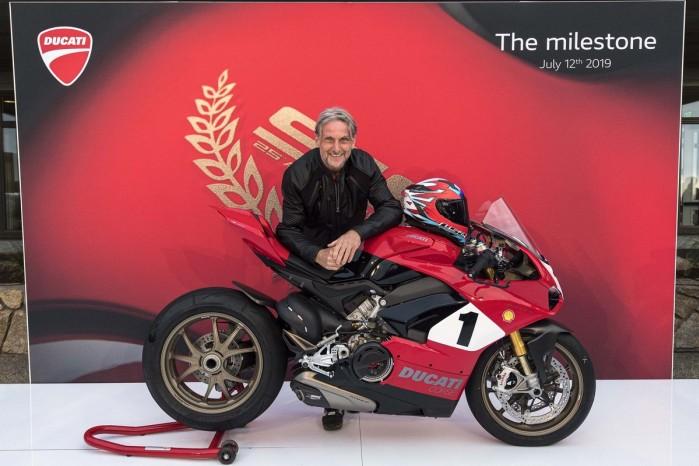 Ducati Panigale V4 25th Anniversario 916 Laguna Seca 09