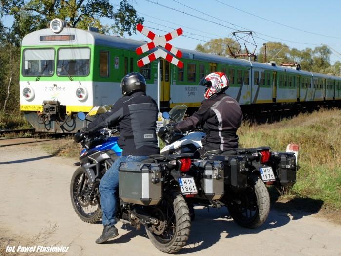 motocykle przejazd kolejowy