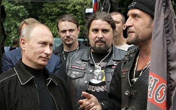 Putin podczas rozmowy z cz onkami grupy Nocne Wilki