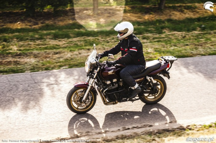 Honda CB750 Seven Fifty 27