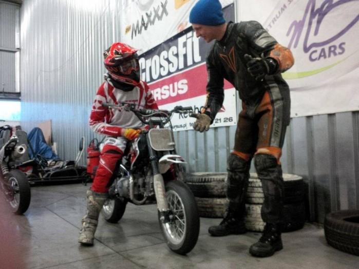 Dzieciaki na motocyklach 01