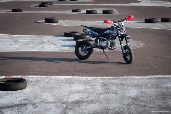 Dzieciaki na motocyklach 08