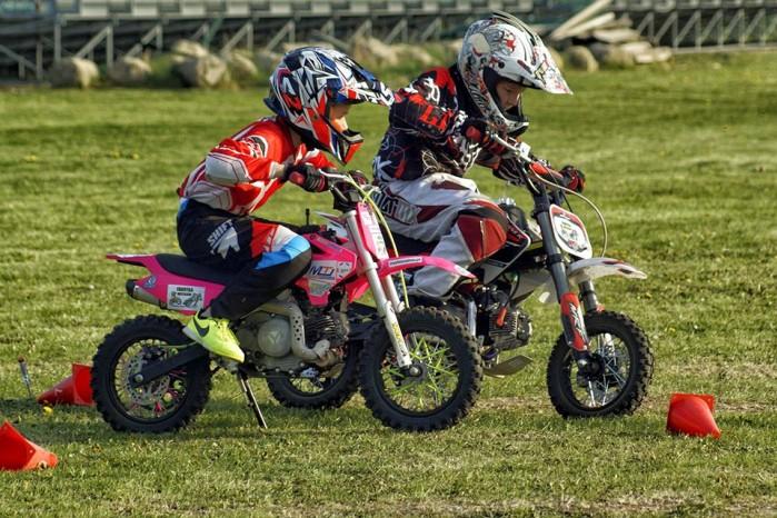 Dzieciaki na motocyklach 09