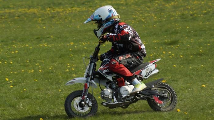 Dzieciaki na motocyklach 11