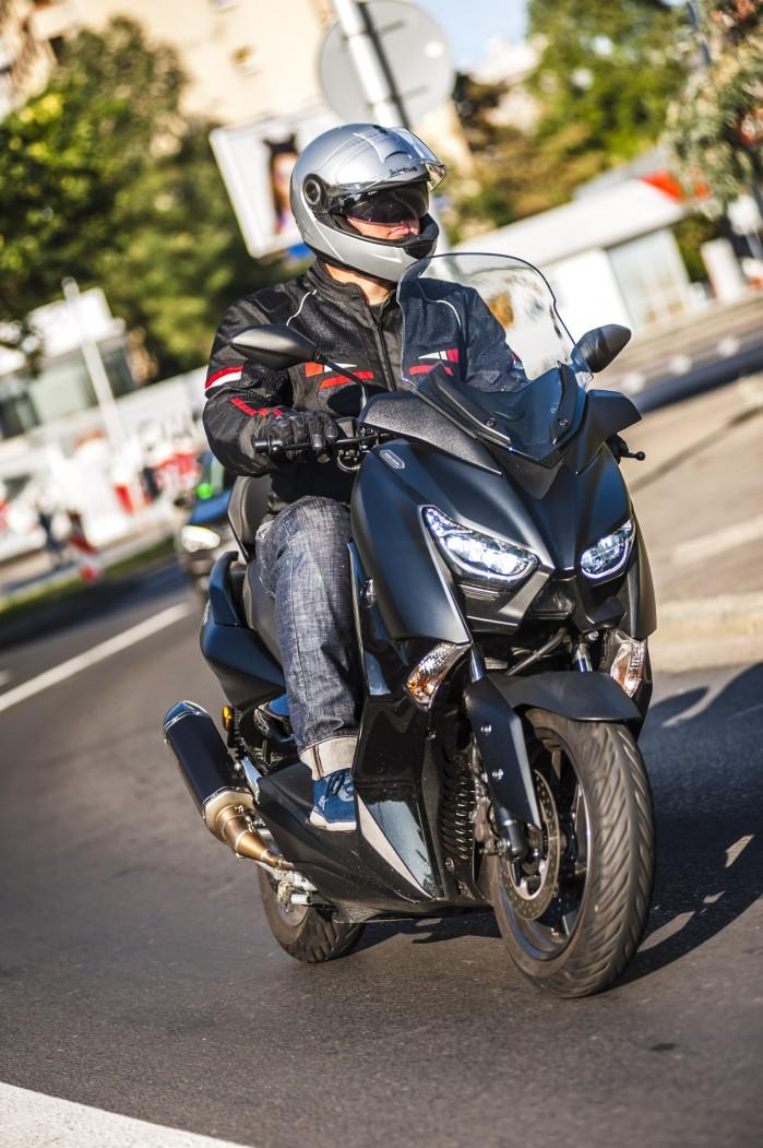 Yamaha Xmax 125 Iron jazda2