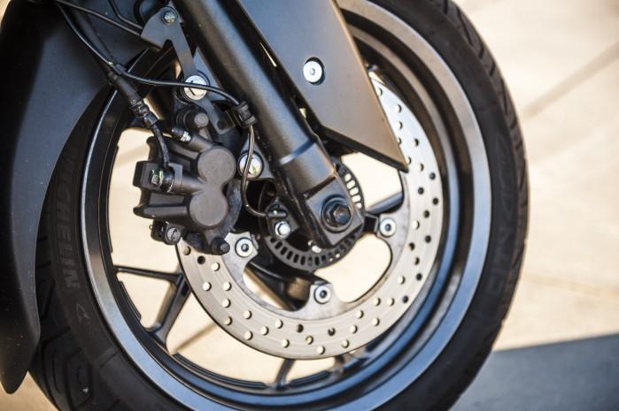 Yamaha Xmax 125 Iron kolo front