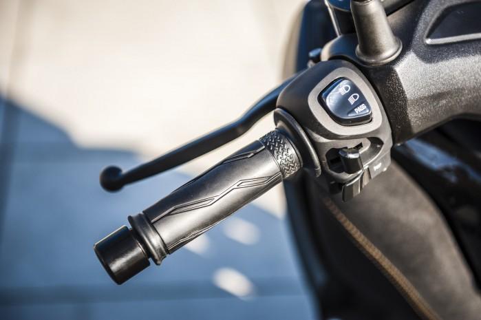 Yamaha Xmax 125 Iron manety2