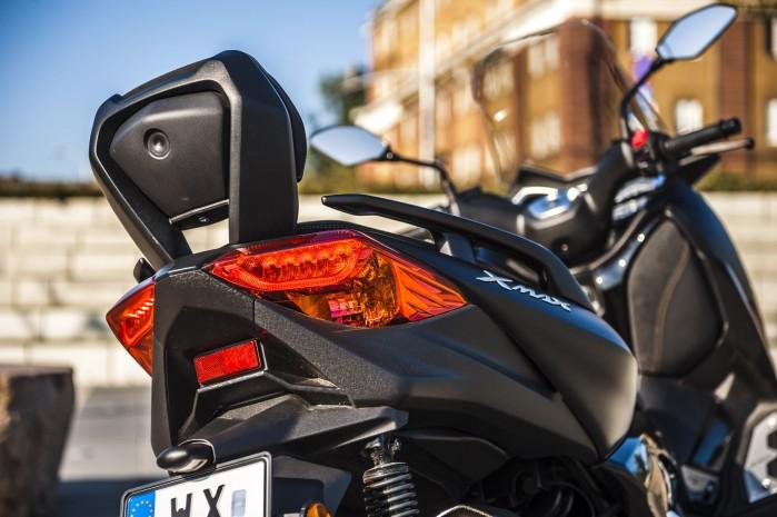 Yamaha Xmax 125 Iron oparcie