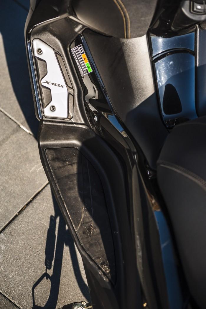 Yamaha Xmax 125 Iron podesty