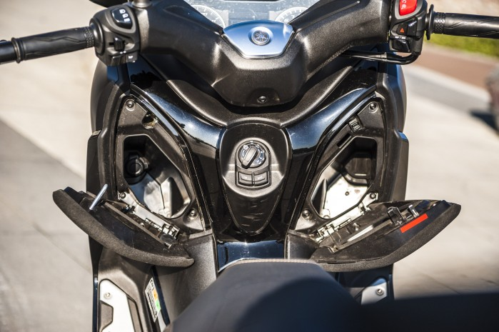 Yamaha Xmax 125 Iron schowki2