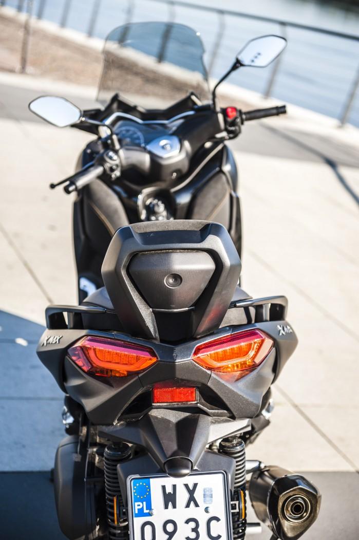 Yamaha Xmax 125 Iron swiatla tyl