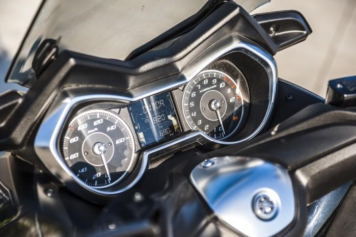 Yamaha Xmax 125 Iron zegary