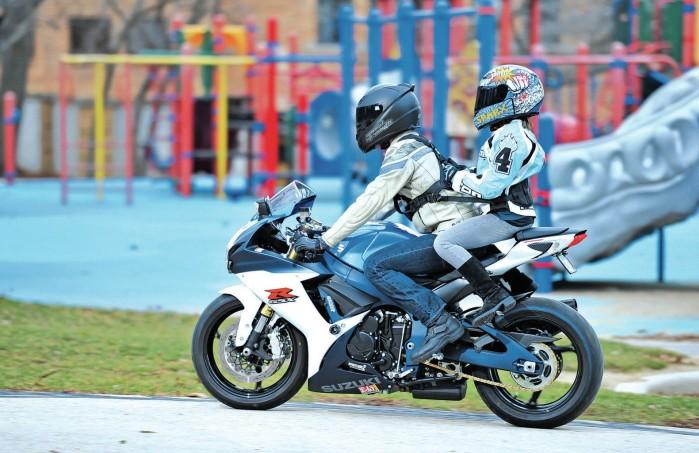 Jazda z dzieckiem na motocyklu