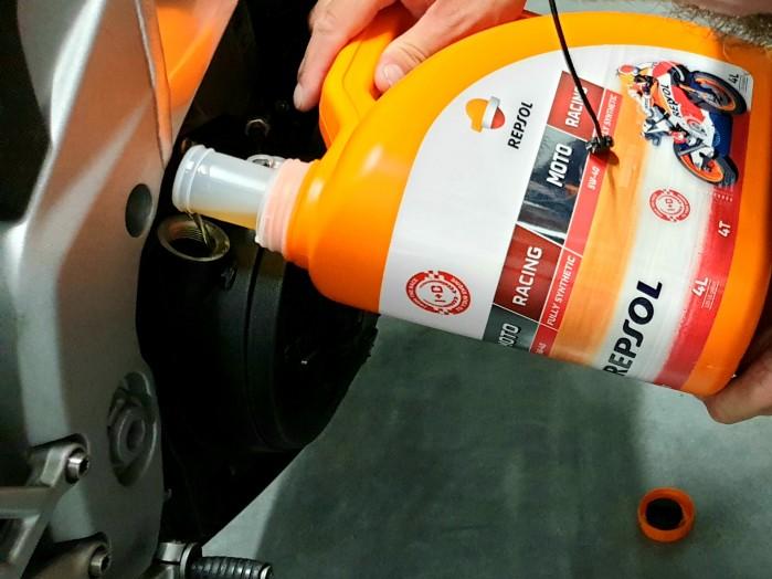 Scigacz test repsol olej smar plyn hamulcowy zawieszenie Marquez 80