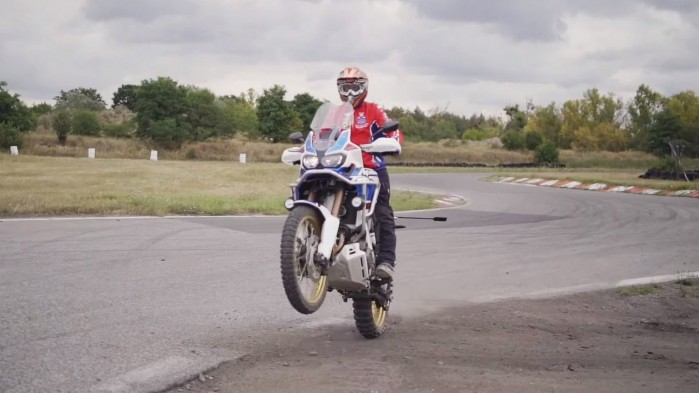 Honda Africa Twin vs Honda Africa Twin Adventure Sports na torze rallycross 3