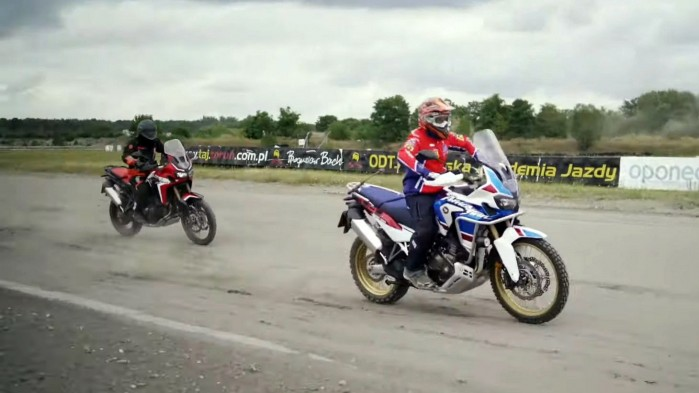 Honda Africa Twin vs Honda Africa Twin Adventure Sports na torze rallycross 6