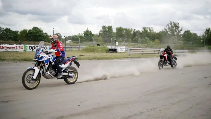 Honda Africa Twin vs Honda Africa Twin Adventure Sports na torze rallycross 7