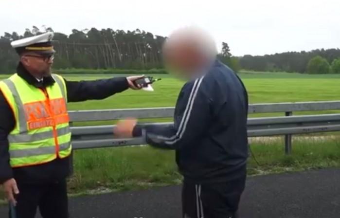 Niemiecki policjant zawstydza kierowcow