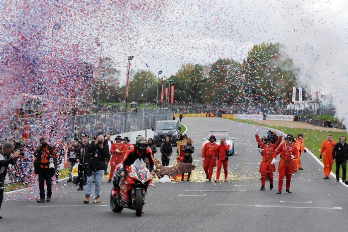 Scott Redding zwycieza British Superbike