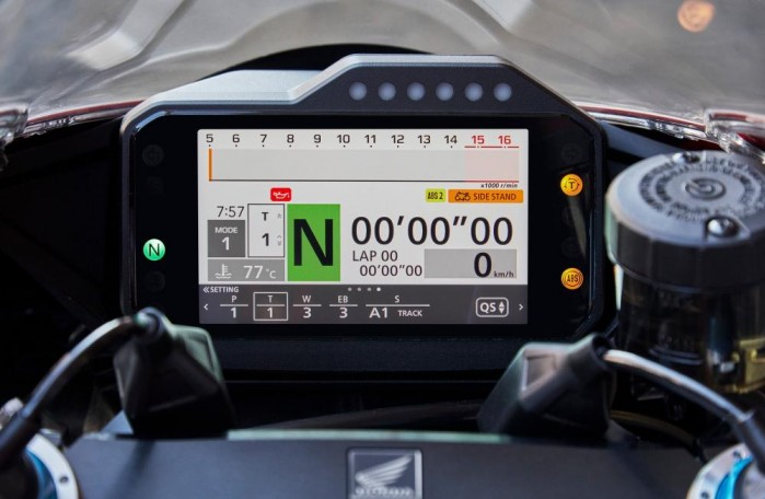 2020 Honda CBR1000RR R kokpit4