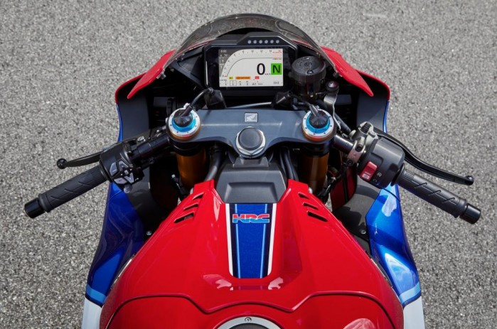 2020 Honda CBR1000RR R kokpit kierownica