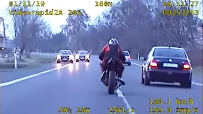 ucieczka przed policja na motocyklu