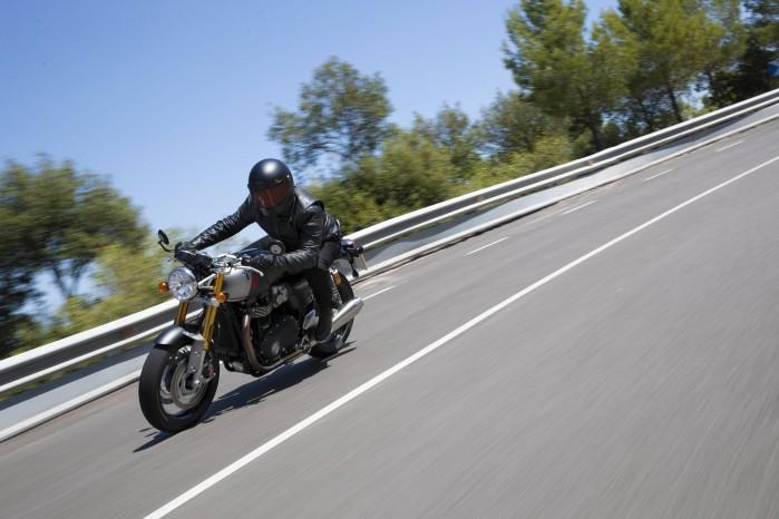 110419 2020 Triumph Thurxton RS Thruxton RS Lifestyle 14