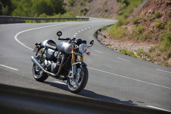 2020 Triumph Thruxton RS Lifestyle
