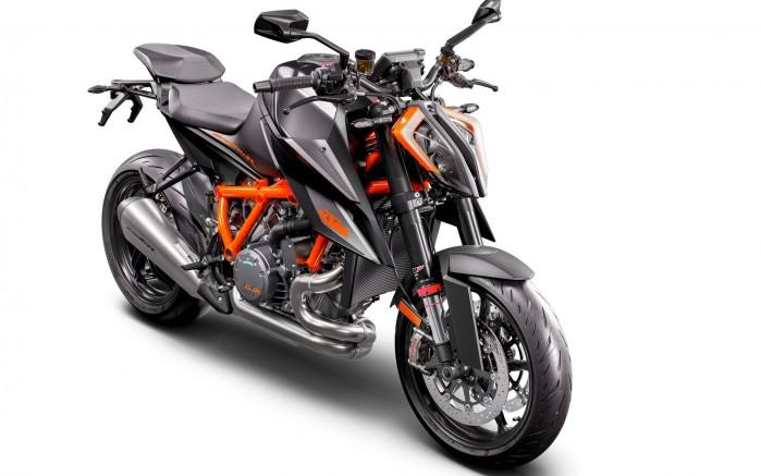 2020 KTM 1290 SUPER DUKE R studio