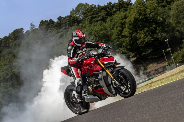 MY20 DUCATI STREETFIGHTER V4 S AMBIENCE 28 UC101649 Mid