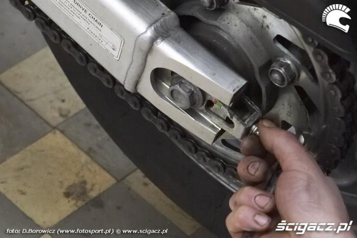 regulowanie luzu lancucha motocyklowego warsztat scigacz mg 0187