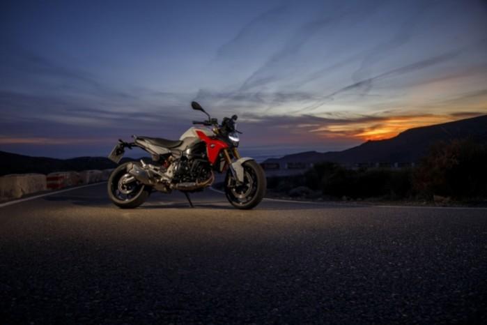 BMW F900R 2020 prawa noc