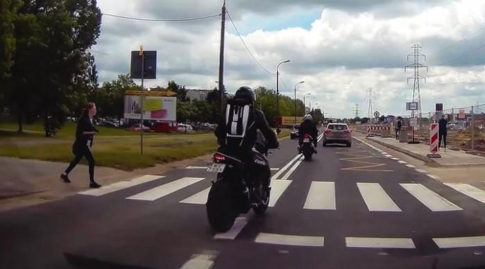 przejscie dla pieszych motocykl