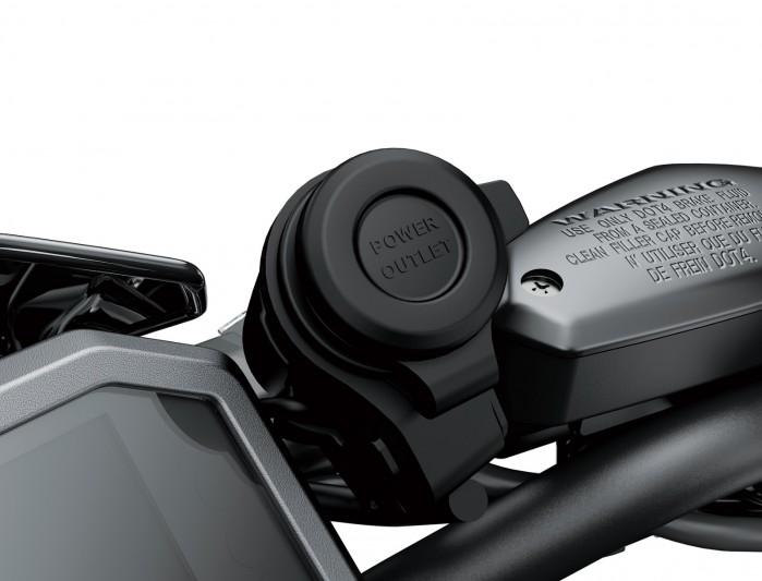 Kawasaki Z900MY2020 03 detail usb