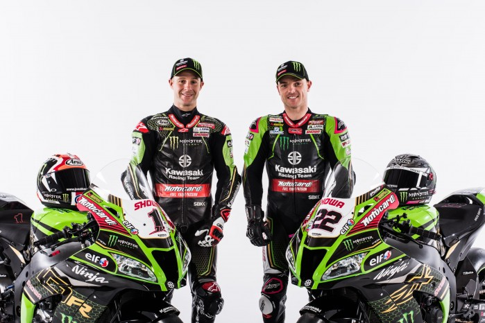 Kawasaki WSBK 2020 10 both close
