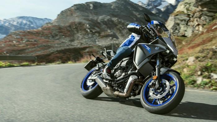 2020 Yamaha MT07TR EU Icon Grey Action 002 03