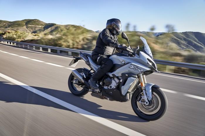 BMW S1000XR 2020 droga cien