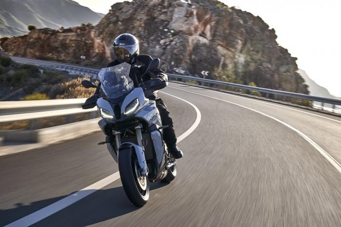 BMW S1000XR 2020 droga prawy zakret