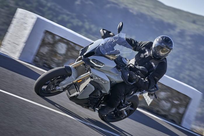 BMW S1000XR 2020 zakret asfalt