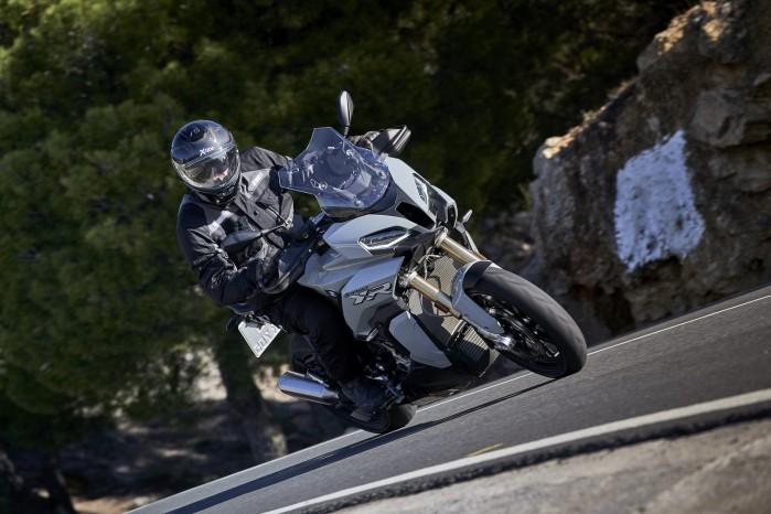 BMW S1000XR 2020 zielen droga