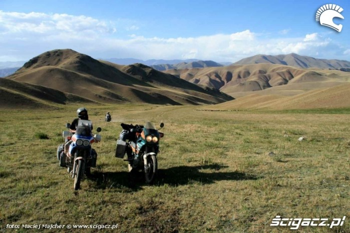 Kirgistan dojazd do jeziora Song Kul