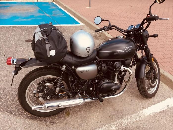 Kawasaki W800 Street 05 parking ty bok