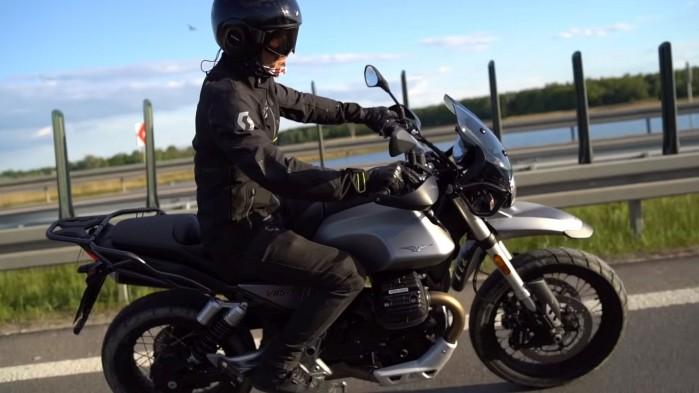 Moto Guzzi V85 TT akcja