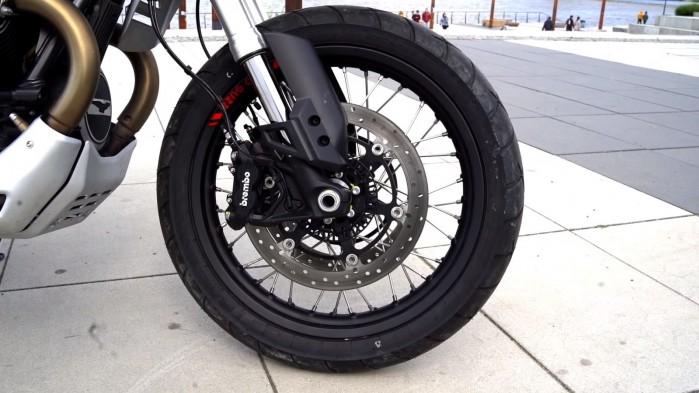 Moto Guzzi V85 TT kolo przod