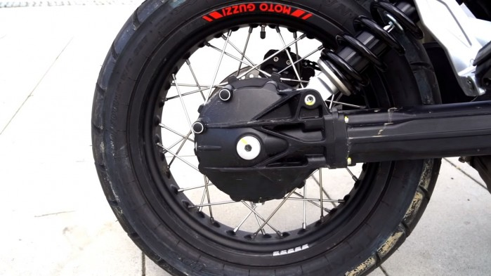 Moto Guzzi V85 TT kolo tyl
