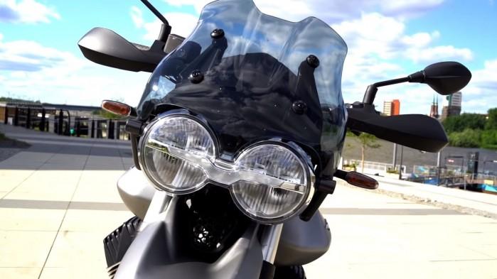 Moto Guzzi V85 TT reflektor
