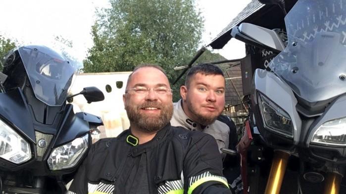 smieszne wesoly motocyklista zx